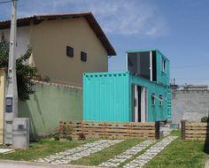 Nossa casa container, ainda em construção, mas cheia de charme :)