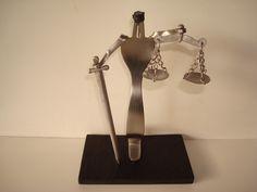 Justiça cega feito com garfo Visite o meu BLOG: saulrogerioartesanato.blogspot.pt
