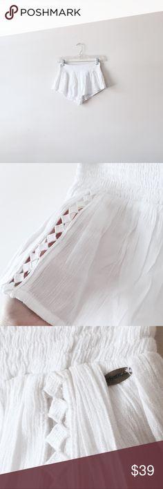 Oneill white shorts Fits XS - S. White crochet detail short shorts. Lined. O'Neill Shorts