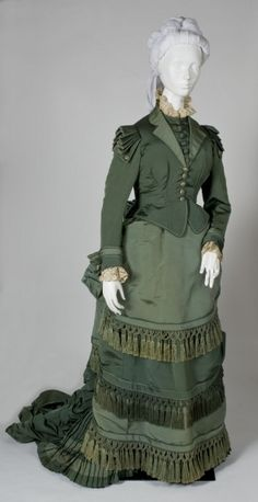"Day dress, c. 1873 French, label of ""MME DEPRET / Robes / 28 Rue de 4 Septembre"" 1962.343A-C The Wadsworth Atheneum 