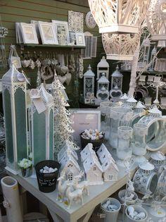 Emzo white Christmas display