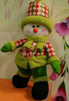 Pin by Judy on ChristmasdecA Christmas Snowman, Christmas Wreaths, Christmas Crafts, Christmas Stairs Decorations, Snowman Images, Holiday Ornaments, Holiday Decor, Snowman Crafts, Handmade Design