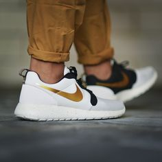 Nike Roshe Run Gold Trophy