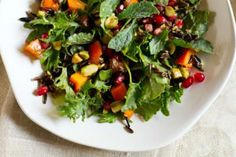 Pomegranate, Persimmon, and Pistachio Wild Rice Salad 28 Vegetarian Salads That Will Fill You Up Healthy Salads, Healthy Eating, Healthy Food, Asian Quinoa Salad, Ramen Salad, Rice Salad Recipes, Wild Rice Salad, Vegetarian Recipes, Healthy Recipes