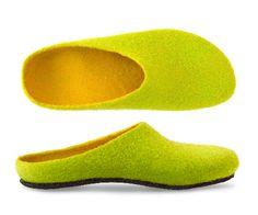 AP 701 Filzpantoffel in leuchtenden Farben Clog Slippers, Felt Shoes, Natural Latex, Rind, Womens Slippers, Wool Felt, Merino Wool, Shops, Comfy