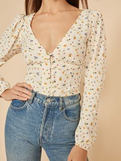 Starting to open up. This is a hip length top with a v neckline, center front buttons, and slightly puffed shoulders. The Nell pairs well with the Cynthia High Relaxed. Zooey Deschanel, Older Women Fashion, Womens Fashion, Hipster, High Waist Jeans, Aesthetic Clothes, Taylor Swift, Floral Tops, Cute Outfits