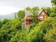 6 BR/5.5 BA Chalet - 2 Great Rooms - Hot Tub - Views
