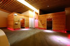 Termalni lazne Grimmingtherme v Bad Mitterndorf Bad Mitterndorf, Hotels, Austria, Garage Doors, Outdoor Decor, Room, Furniture, Home Decor, Ski Trips