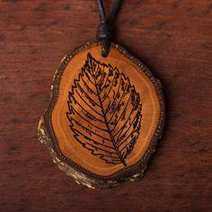 Blatt - Ketten Holzschmuck aus Naturholz / Anhänger Diy Schmuck, Wood Burning, Abs, Vegan, Ideas, Tree Of Life, Presents For Mom, Amulets, Chains