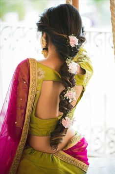 10 Inspiring Indian Wedding Hairstyles for Long Hair You Must Try Before Walking Own Towards the Aisle Wedding Hairstyles For Girls, Bridal Hairstyle Indian Wedding, Engagement Hairstyles, Bridal Hair Buns, Bridal Hairdo, Hairdo Wedding, Wedding Hairstyles For Long Hair, Saree Hairstyles, Bride Hairstyles