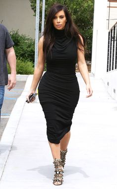 Kim Kardashian looks dynamite in this curve-hugging black number!