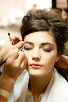 Makeup artist. beauty beauty Diy Beauty, Beauty Makeup, Eid Makeup, Natural Brushes, Organic Facial, Makeup Lessons, Baby Skin Care, Face Photography, It Cosmetics Brushes
