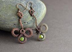 Celtic clover earrings with beautiful peridot gemstone beads.