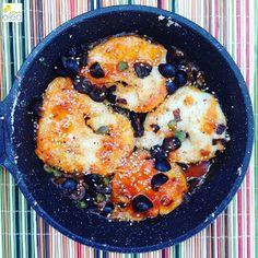 La dieta ALEA - blog de nutrición y dietética, trucos para adelgazar, recetas para adelgazar: Merluza con sésamo, salsa de aceitunas negras, tomate y alcaparras