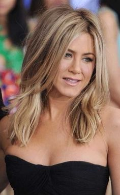 Jennifer Aniston Haar, Peinados Jennifer Aniston, Jennifer Aniston Haircut, Jennifer Aniston Pictures, Bob Style Haircuts, Inverted Bob Hairstyles, Celebrity Haircuts, Hairstyles With Bangs, Layered Hairstyle