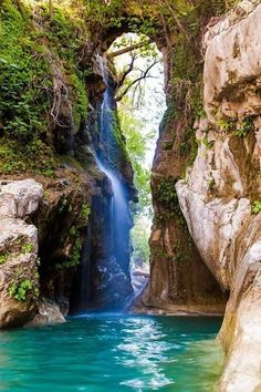 Pin by Manuel Labra on Viajes, paseos, campind in 2019 Beautiful Waterfalls, Beautiful Landscapes, Beautiful World, Beautiful Places, Places To Travel, Places To Visit, Les Cascades, Belleza Natural, Amazing Nature