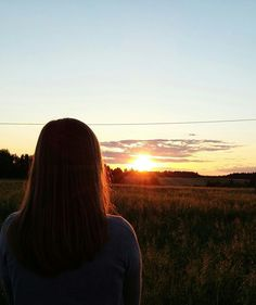One of the best memories: watching sunset with you. Tumblr Photography, Sunset Photography, Girl Photography Poses, Cute Girl Photo, Girl Photo Poses, Girl Photos, Image Swagg, 30 Day Instagram Challenge, Tumblr Photoshoot