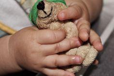 Stymulacja aktywności dotykowej dziecka. Praktyczne rady i ćwiczenia na co dzień