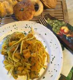 Spaghetti alla zucca con porcini e salsiccia #ricette #CucinareMeglio via @CucinareMeglio