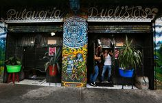 Junge Pulque-Trinker in einer Bar in Mexico City: Der Drink kommt weg vom...