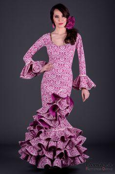 Modelo de la coleccion flamenca 2017 de TAMARA Flamenco. Encuentralo aqui: https://www.tamaraflamenco.com/es/trajes-de-flamenca-2017-mujer-139