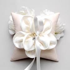 Gyűrűspárna virággal, Chrysalis Esküvő -www.chrysalis-eskuvo.hu