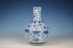 Beautiful Chinese Blue and white Porcelain vase