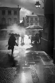 Urban   Évora !! by Fernando Jorge Gonçalves Rainy Day Photography, Art Photography, Goncalves, Walking In The Rain, Billie Holiday, Street Photo, Black And White Pictures, Light And Shadow, Shades Of Grey