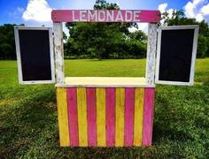 Such a cute idea for farmers market could be put on wheels... And love the chalkboard