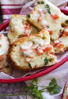 BEACH BREAD!! This bread is famous on waterfront Southwest Gulf Coast restaurants in Florida...and for good reason! It's cheesy garlic bread AMPED UP with a secret ingredient!! Serve it as an appetizer, hot and cheesy, or at room temp for lunch, or as a beach snack. #cookiesandcups #beachbread #garlicbread #cheesybread Cheesy Garlic Bread, Garlic Cheese Bread, Beach Bread Recipe, Bread Machine Recipes, Bread Recipes, Beach Snacks, Blue Cheese Dressing, Cinnamon Bread, Cookies Ingredients