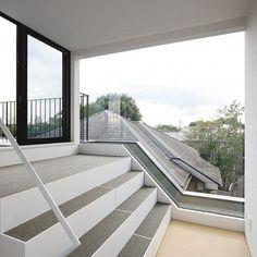 Fashionable Japanese House : Simplistic Design Of Concrete Steps
