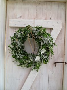 Noel Christmas, Simple Christmas, Winter Christmas, Winter Window Boxes, Indoor Christmas Decorations, Farmhouse Christmas Decor, Merry And Bright, Holiday Wreaths, Diy Projects To Try