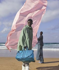 Titled 'Footprints', Louis Vuitton's new campaign imagery by Dutch photographer Viviane Sassen is both an ode to flowers and the fun times of boyhood. Yoga Photography, Creative Photography, Fashion Photography, Artistic Photography, Fashion Shoot, Editorial Fashion, Louis Vuitton Taschen, Viviane Sassen, Christine Centenera