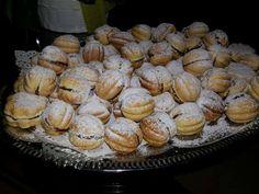 Romanian Desserts, Romanian Food, Jacque Pepin, Deserts, Muffin, Caramel, Sweets, Cookies, Breakfast