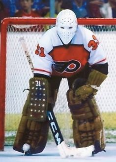 Pelle Lindbergh Flyers Players, Flyers Hockey, Ice Hockey Teams, Hockey Goalie, Hockey Players, Philadelphia Flyers, Hockey Shot, Hockey Boards, Goalie Mask