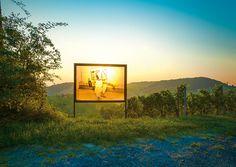 Kunst kaufen an der Weinstraße- A-List  30 Künstler stellen an der Südsteirischen Weinstraße aus und verwandeln sie in die weltgrößte Panoramagalerie. Der Erlös der Werke dient einem guten Zweck.
