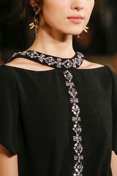 Tory Burch Fall 2013 RTW - Details - Fashion Week - Runway, Fashion Shows and Collections - Vogue - VogueEve Beaded Collar Detail Cut Out BlouseCreative collars that make up the … - DIY Clothes Ideas Dress Neck Designs, Collar Designs, Blouse Designs, Couture Details, Fashion Details, Fashion Design, Embroidery Fashion, Embroidery Dress, Designer Wear
