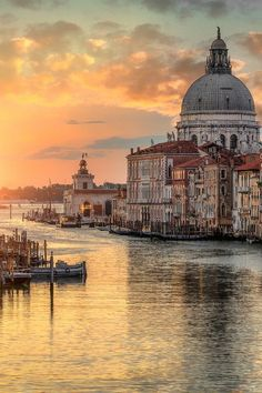 Sunrise at the Grand Canal and the Church of Santa Maria della Salute - Venice. I❤️my Italy Places Around The World, Oh The Places You'll Go, Places To Travel, Places To Visit, Travel Destinations, Grand Canal, Wonderful Places, Beautiful Places, Italy Travel