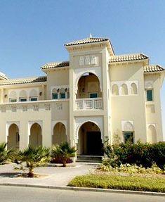 Emirati Villa in Dubai/ Spanish Moorish Architecture: Morrocan Architecture, Spanish Architecture, Islamic Architecture, Interior Architecture, Villa Design, House Design, Dubai Houses, Spanish Villas, Street House