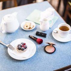 Faça uma pausa com um chá quente, uma boa pastelaria e o seu melhor acessório de beleza!