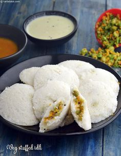 Rava Idli recipe, How to make rava idli, instant semolina idli recipe Indian Desserts, Indian Snacks, Indian Dishes, Indian Food Recipes, Jain Recipes, Vegan Breakfast Recipes, Brunch Recipes, Snack Recipes, Top Recipes