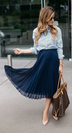 Mpin - 10 Fall Outfits Perfect For A Business Casual Look - Skirt Outfits Modest, Pleated Skirt Outfit, Pleated Mini Skirt, Midi Skirts, Casual Styles, Casual Look, Stylish Dresses, Dresses For Work, Spring Skirts