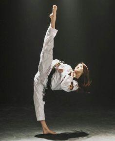 Female Martial Artists, Martial Arts Women, Mixed Martial Arts, Taekwondo Girl, Karate Girl, Shukokai Karate, Dojo, Roundhouse Kick, Warrior Girl
