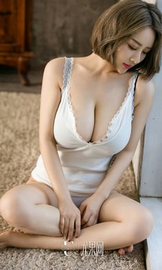 Sexy busty Chinese model on RF.