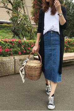 Sneakers outfit summer fashion looks jeans 69 trendy Ideas Modest Clothing, Modest Fashion, Trendy Fashion, Fashion Models, Fashion Looks, Womens Fashion, Fashion Spring, Fashion Black, Women's Clothing
