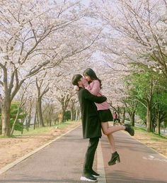 love, couple, and kiss image Couple Picture Poses, Photo Couple, Cute Couple Pictures, Couple Ulzzang, Ulzzang Girl, Couple Aesthetic, Korean Aesthetic, Asian Love, Couple Outfits