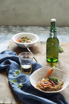Wok de gamas fideos chinos y verduras