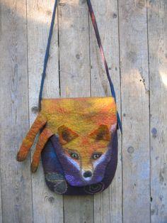 Die Filztasche ist nass gefilzt aus Merino Wolle.Der Fuchs ist ein Krafttier der uns begleitet und hilft.