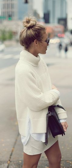 Sweater: skirt black bag oversized all white everything white turtleneck Fashion 2018, Look Fashion, Winter Fashion, Fashion Tips, Winter Outfits, Summer Outfits, White Turtleneck, Blouse Outfit, Winter Looks