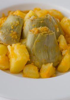 Esta receta de alcachofas es mágica, hace que a todos les gusten porque está tan rica que te ves obligado a comerte todo el plato. Es muy sencilla, sólo lleva verduras y un poquito de aceite (aunque podéis echarle más si queréis). Yo creo que la clave de esta receta es el sofrito, que aunque...Sigue leyendo »